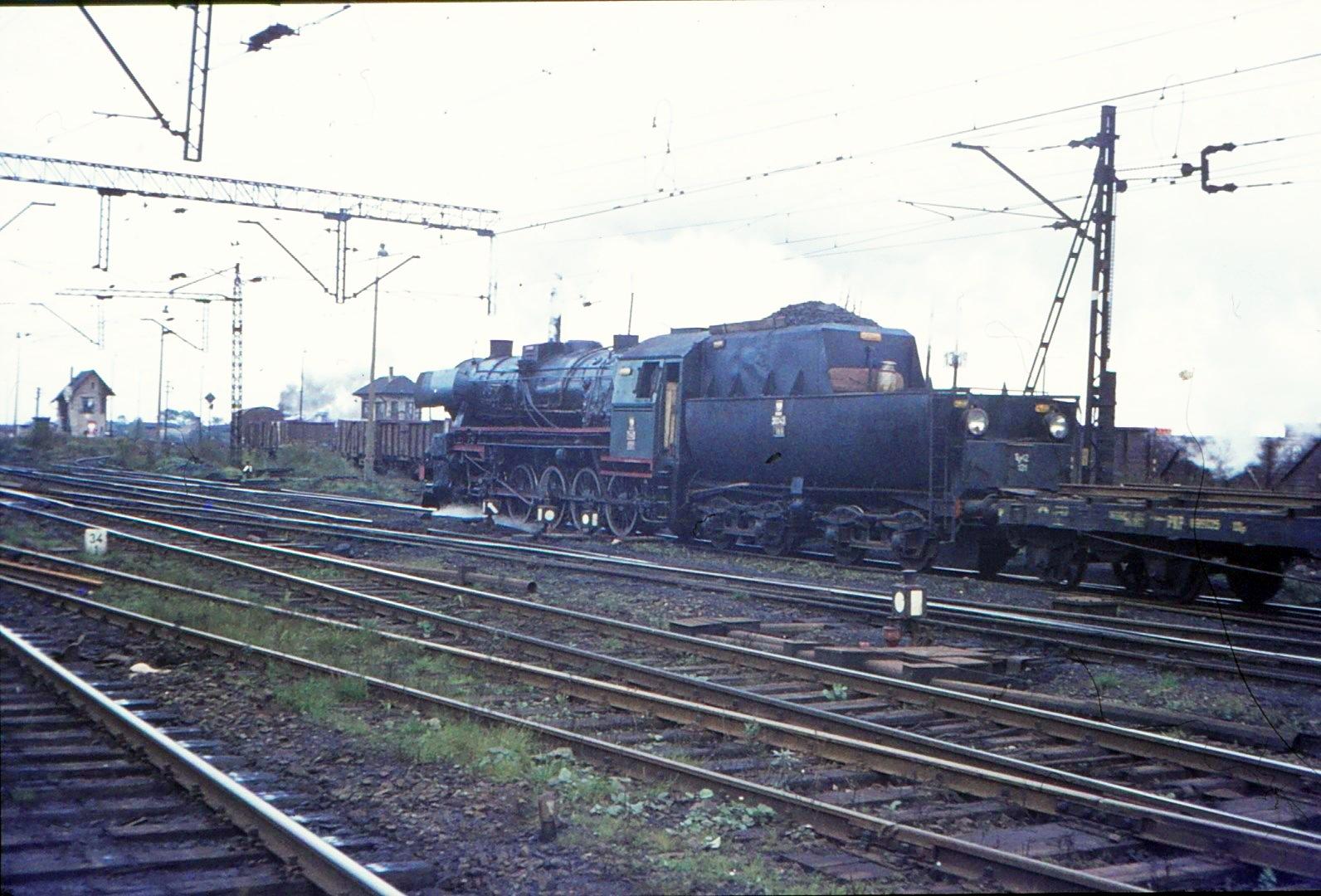 Ty42-131 Tarnowskie Gory 8.10.75.jpg