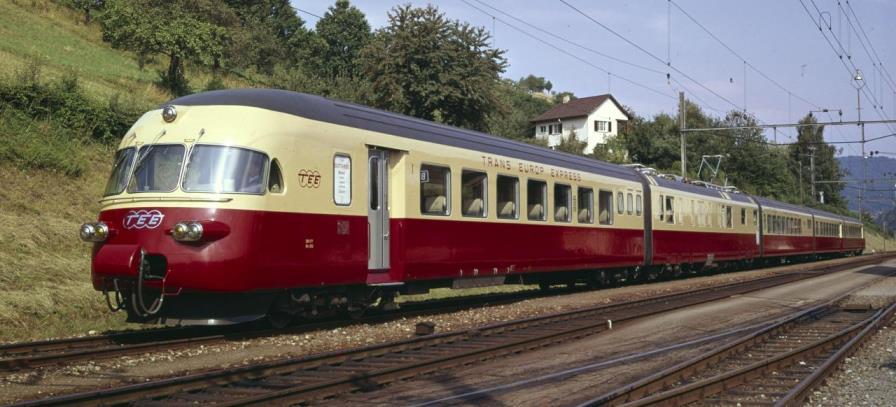 Typenbild des 5-teiligen RAe TEE II bei Birmensdorf ZH (a).jpg