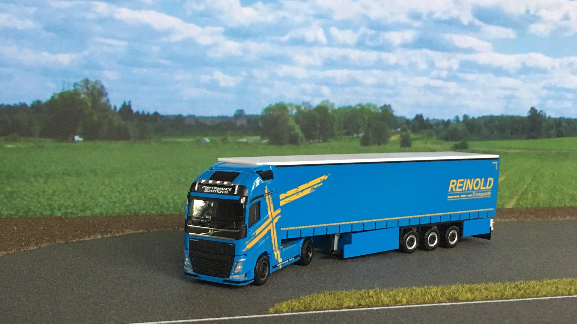 Volvo FH Reinold 002.jpg