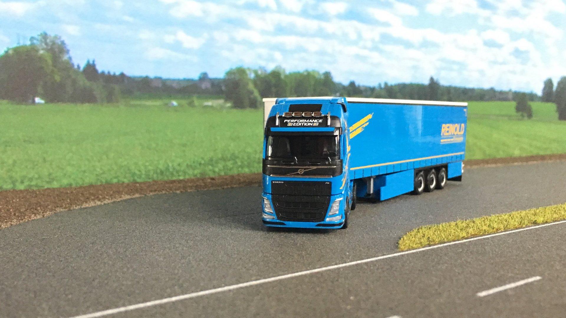 Volvo FH Reinold 003.jpg