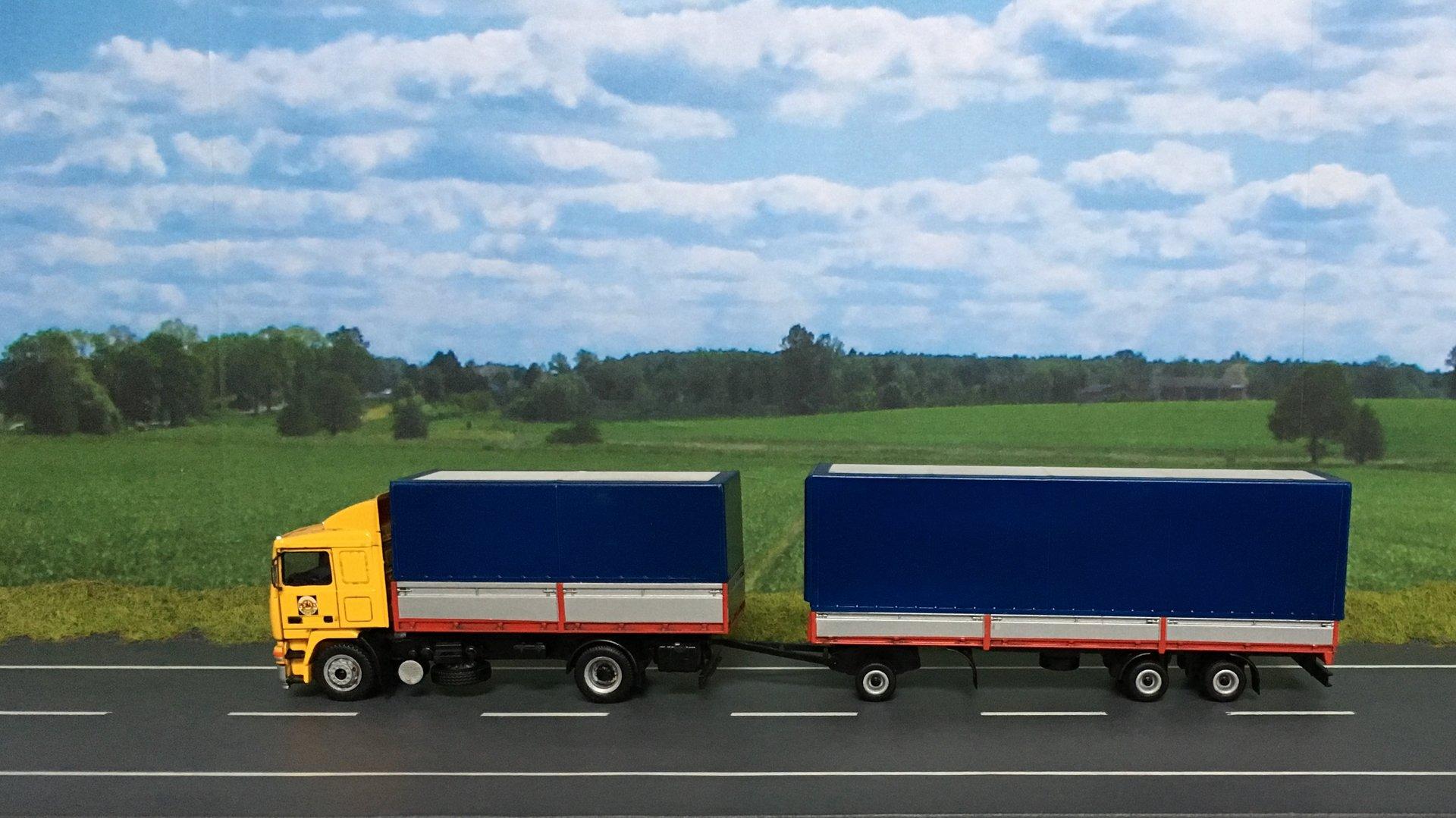 Volvo PEKAES przycz niskopod 01.jpg