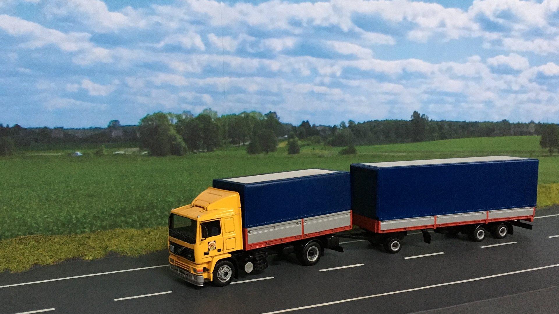 Volvo PEKAES przycz niskopod 02.jpg