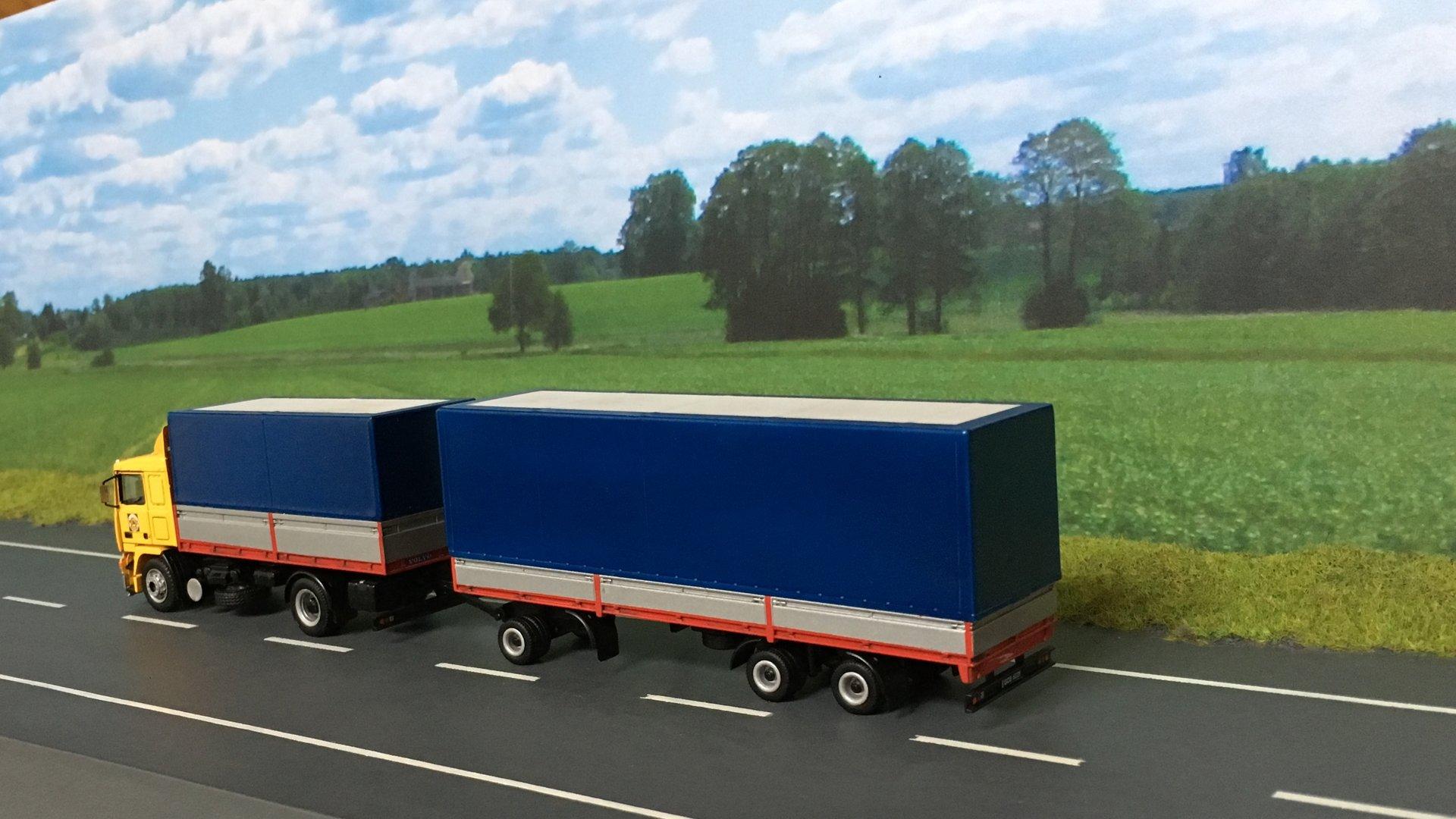 Volvo PEKAES przycz niskopod 03.jpg