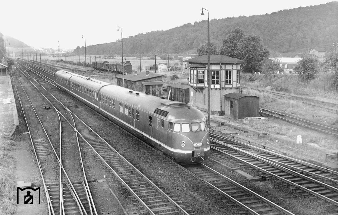 VT 08 506 fährt als TEE 78 Helvetia durch Bad Hersfeld. (09.06.1957) Foto Carl Bellingrodt.jpg