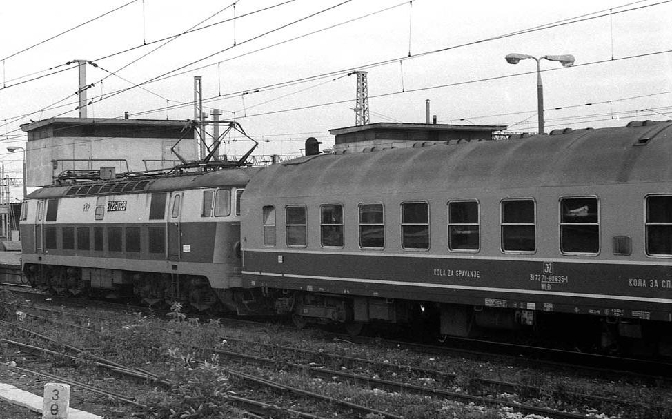 Wagon sypialny JŽ. Warszawa Wsch. 24.09.1991.jpg