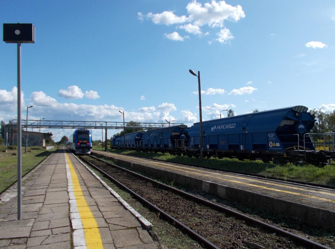 Wagony typu 430S (Tadds) na stacji Dobre Miasto 03.09.2019 (1).jpg