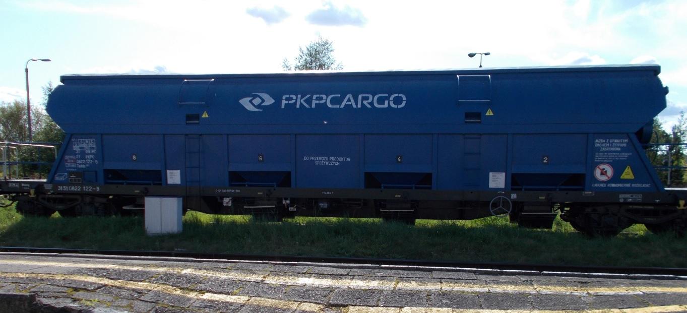 Wagony typu 430S (Tadds) na stacji Dobre Miasto 03.09.2019 (2).jpg