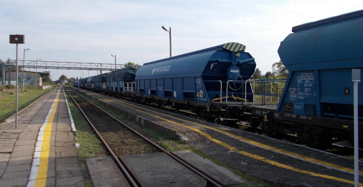 Wagony typu 430S (Tadds) na stacji Dobre Miasto 09.09.2019 (1).jpg