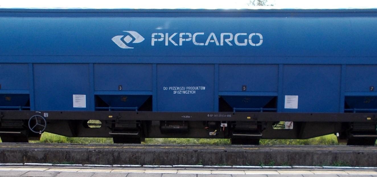 Wagony typu 430S (Tadds) na stacji Dobre Miasto 09.09.2019 (2).jpg