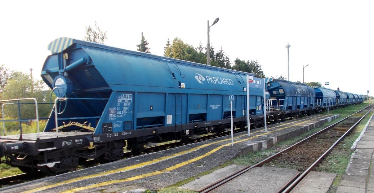 Wagony typu 430S (Tadds) na stacji Dobre Miasto 09.09.2019 (4).jpg