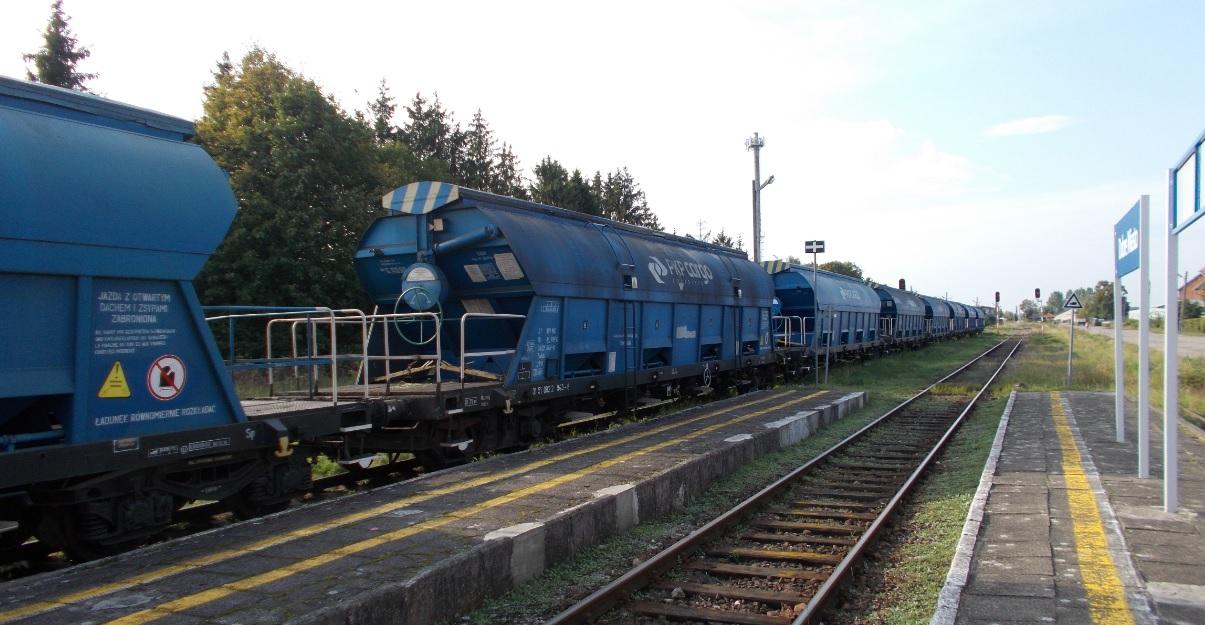 Wagony typu 430S (Tadds) na stacji Dobre Miasto 09.09.2019 (6).jpg