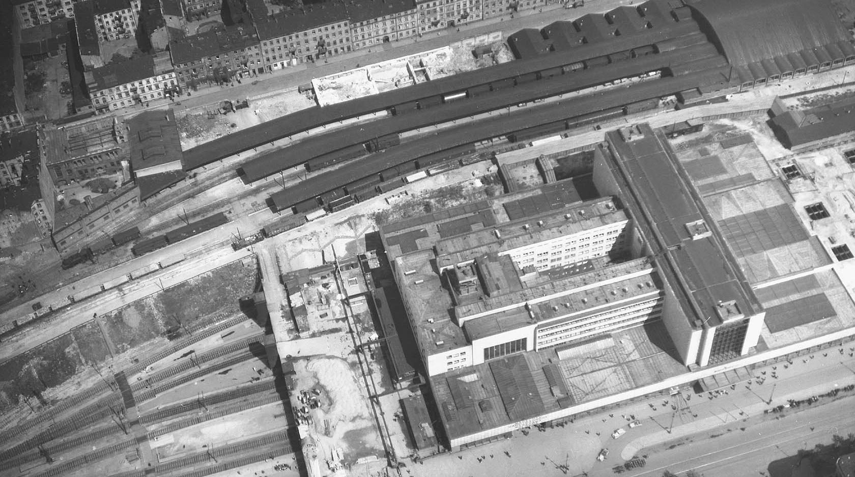 Warschau Hauptbahnhof, Warszawa Główna, wiosna 1944 (1).jpg