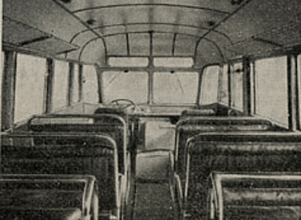 Wnetrze autobusu na podwoziu Star 20.jpg