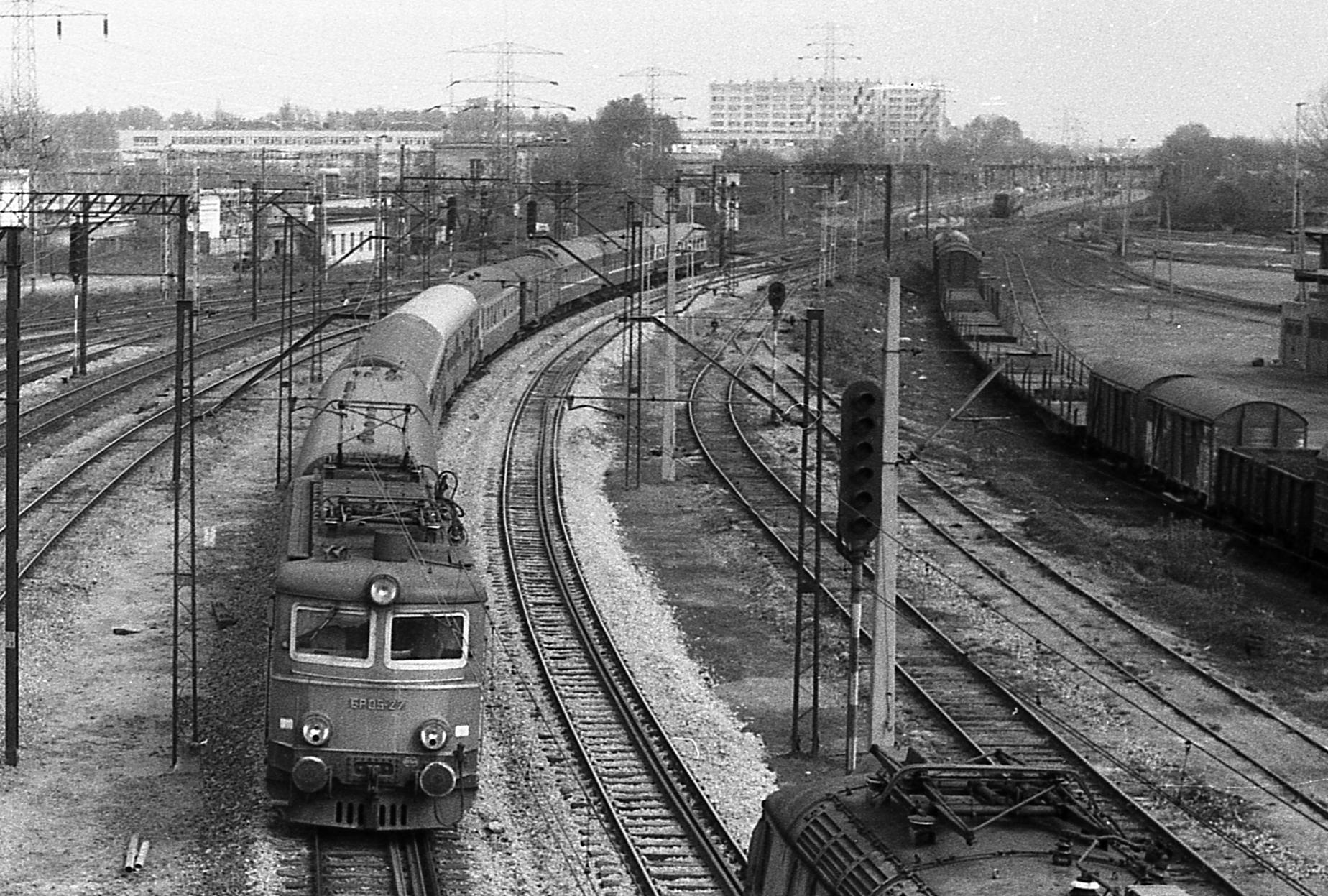 Wyjazd z Gdańskiego 1982.jpg