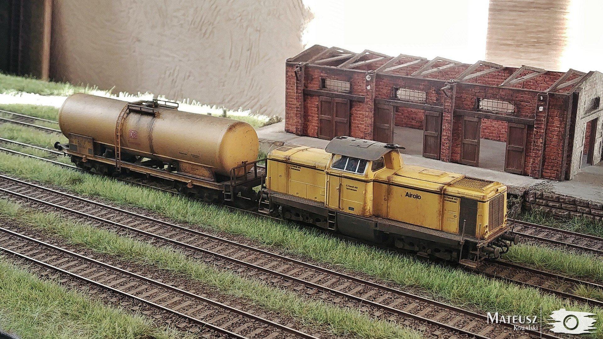 Yellow Train 01.jpg