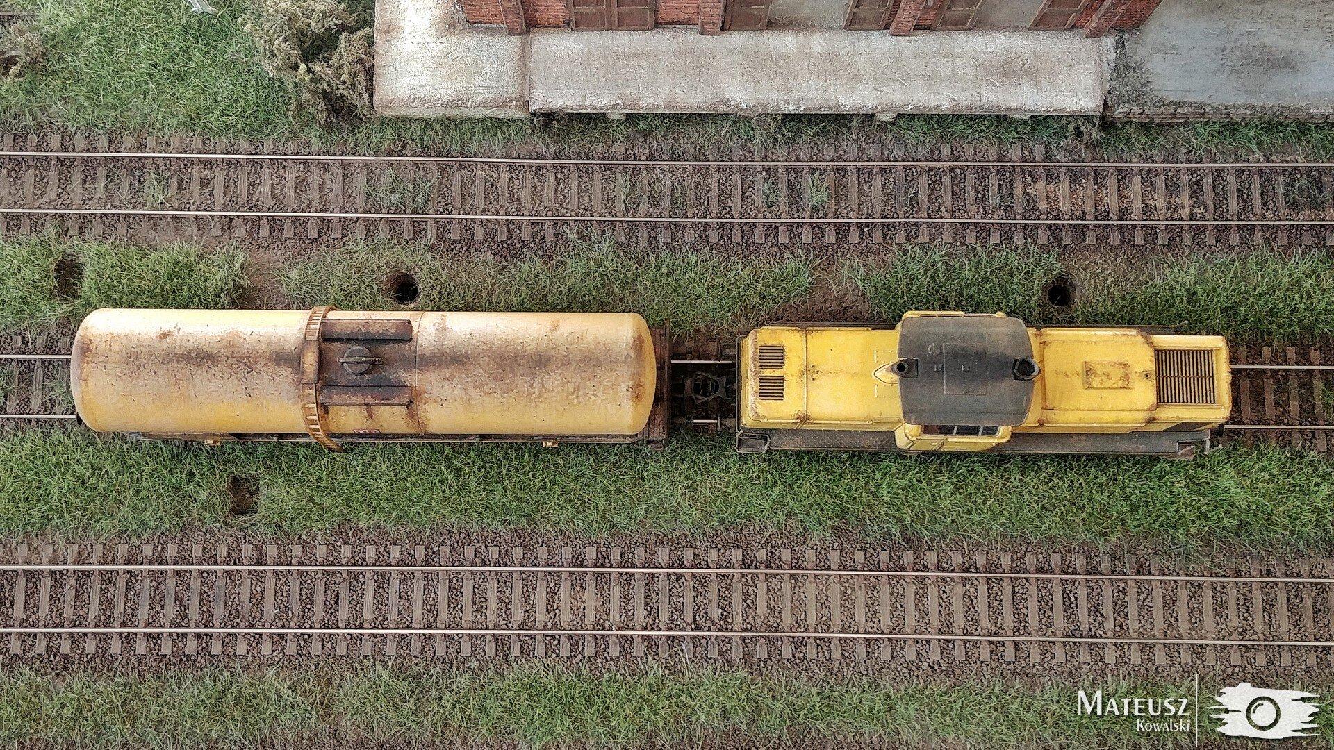 Yellow Train 03.jpg