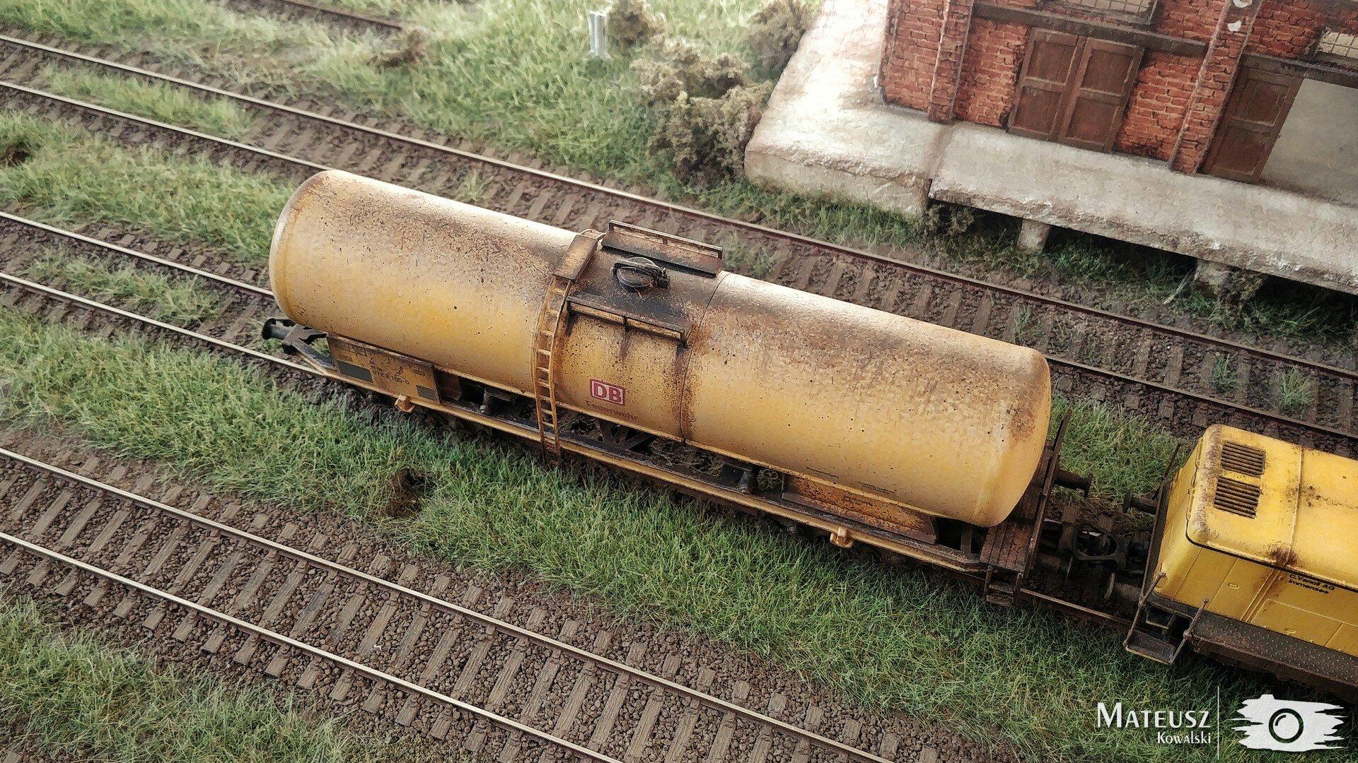 Yellow Train 04.jpg