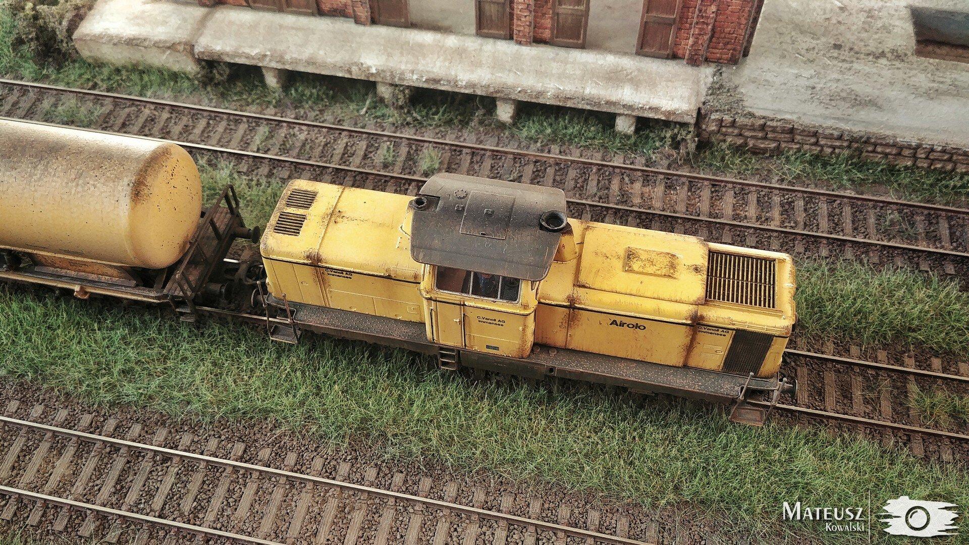 Yellow Train 05.jpg