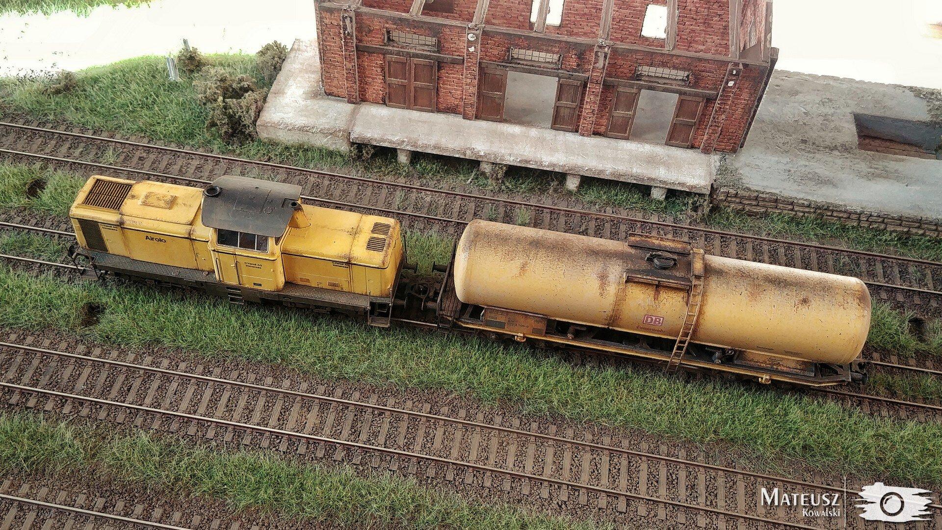Yellow Train 06.jpg