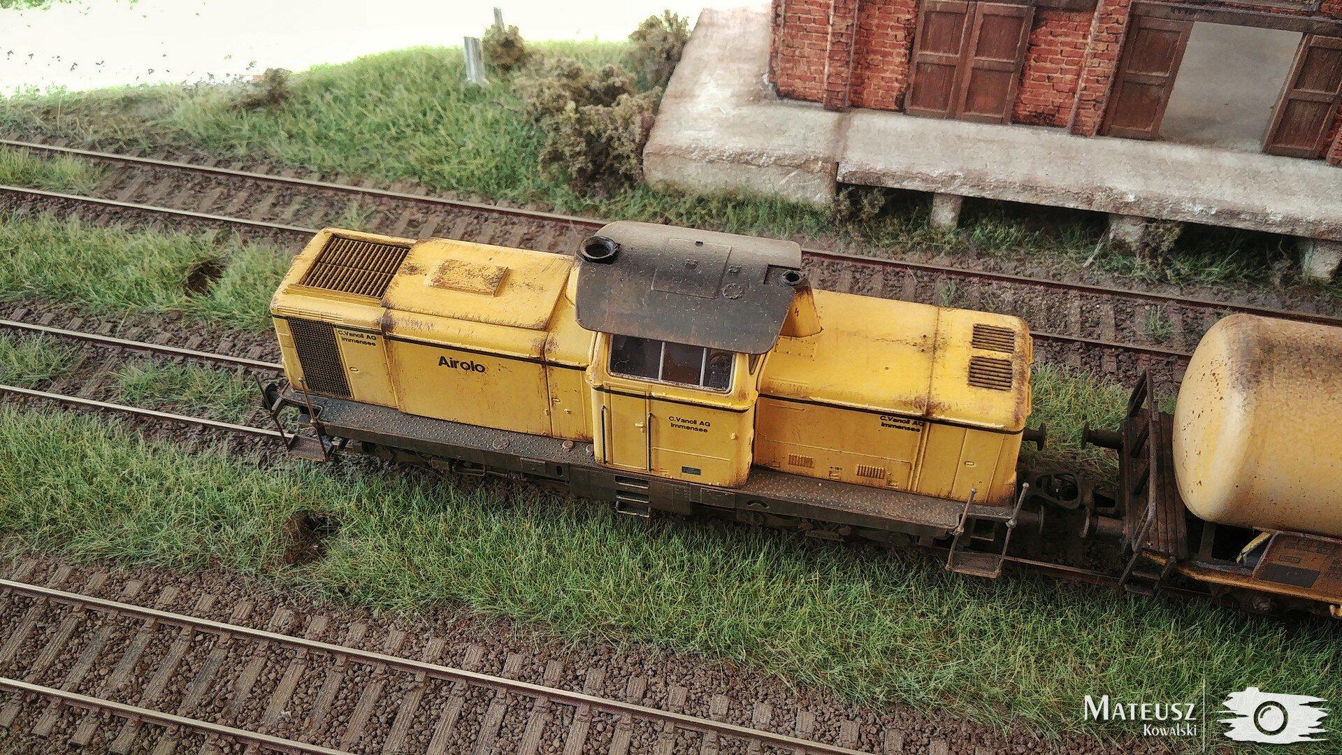 Yellow Train 07.jpg
