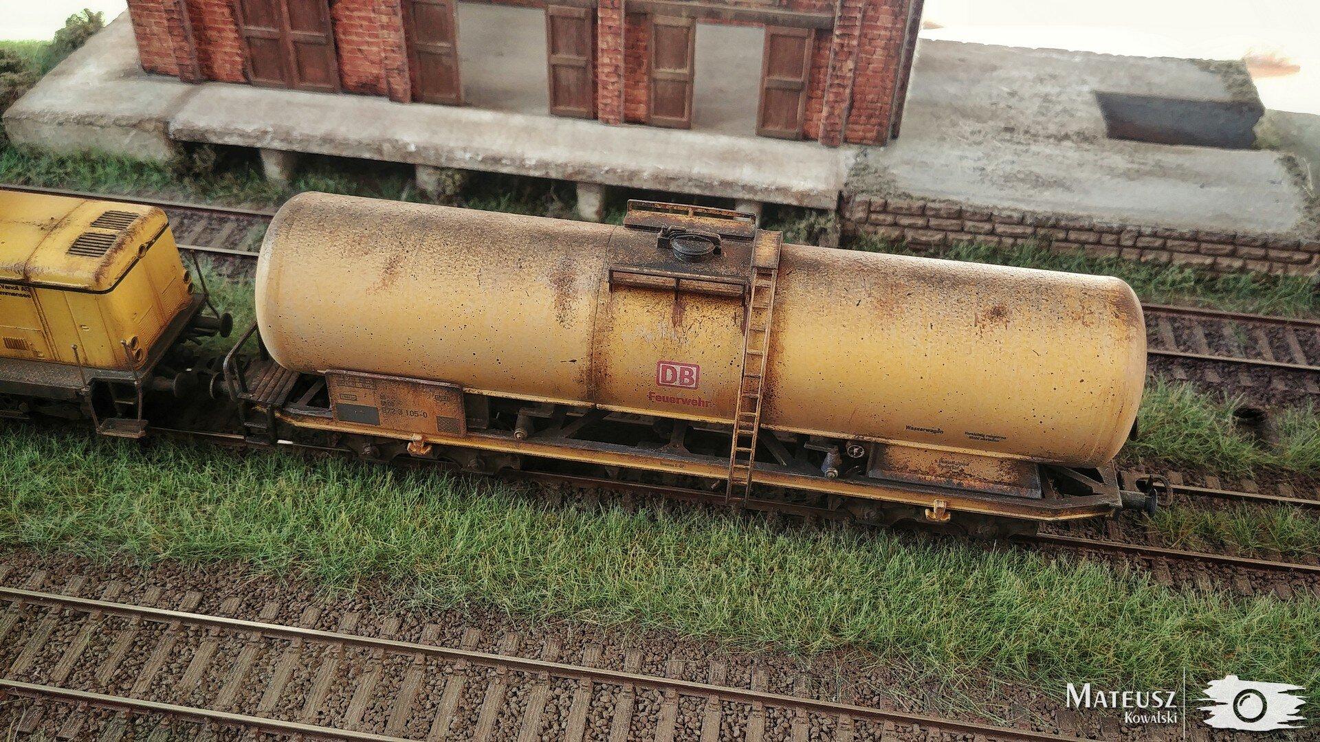 Yellow Train 08.jpg
