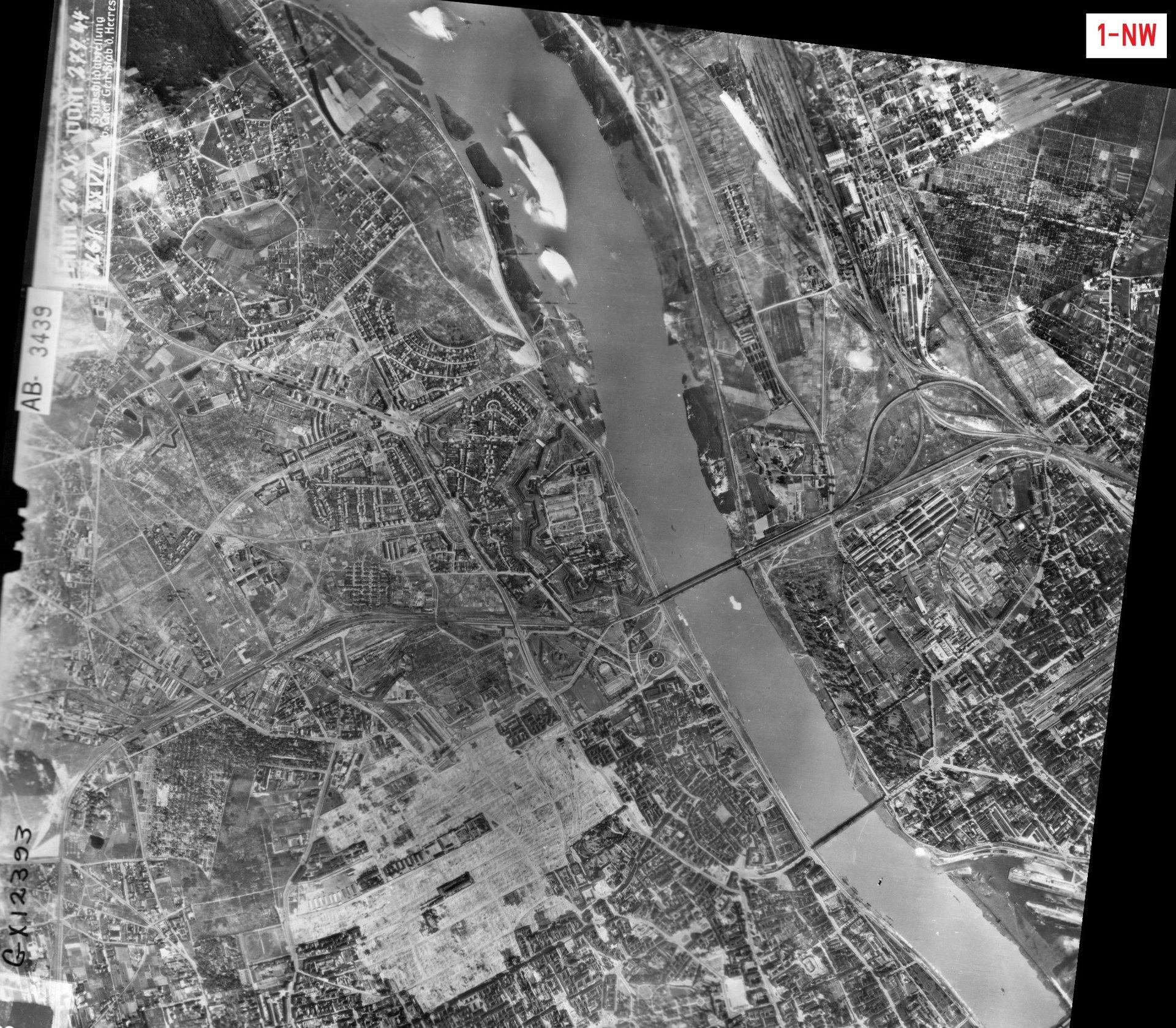 Zdjęcie lotnicze Luftwaffe - Warszawa 27.07.1944 (1-NW).jpg