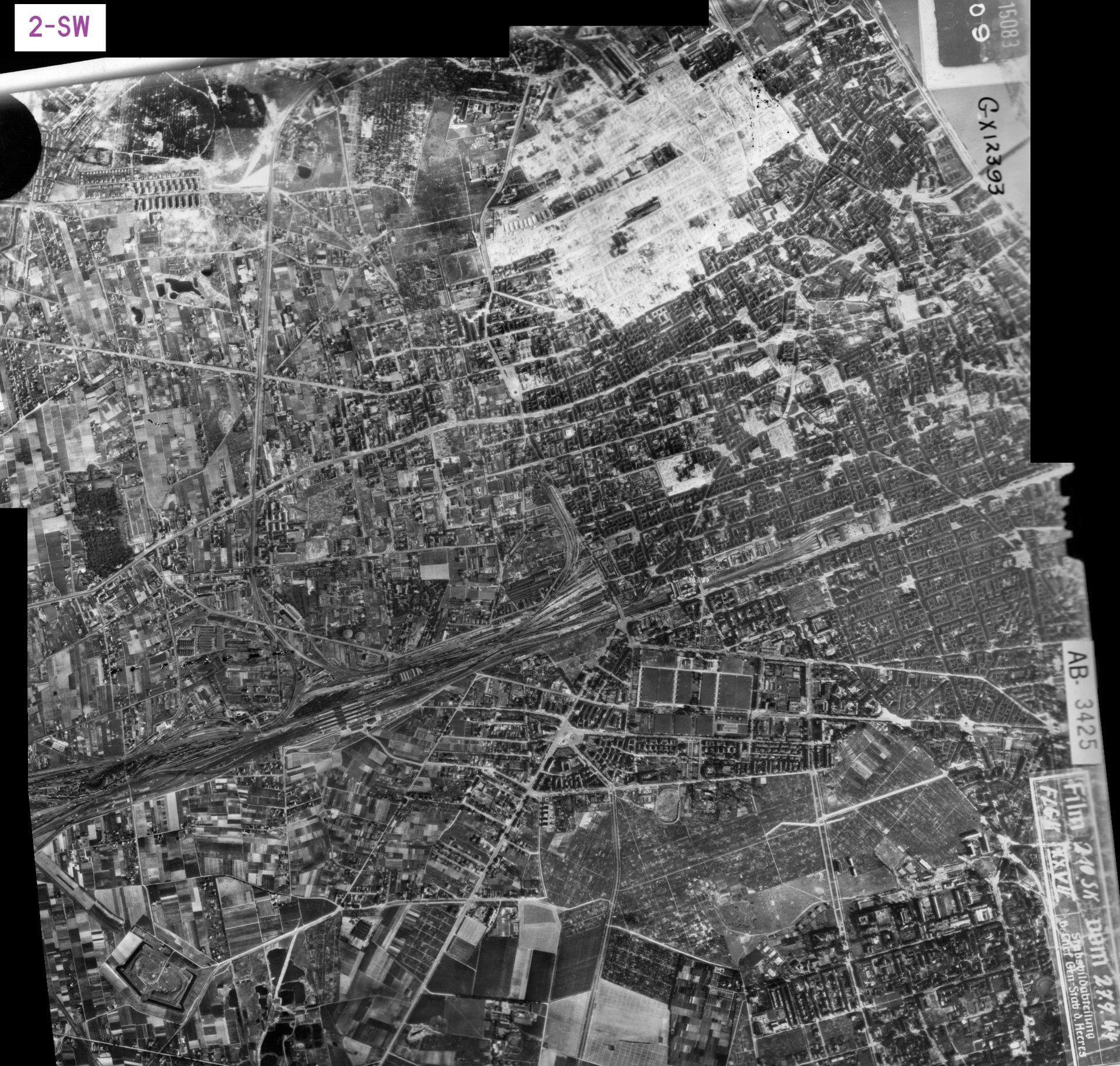 Zdjęcie lotnicze Luftwaffe - Warszawa 27.07.1944 (2-SW).jpg