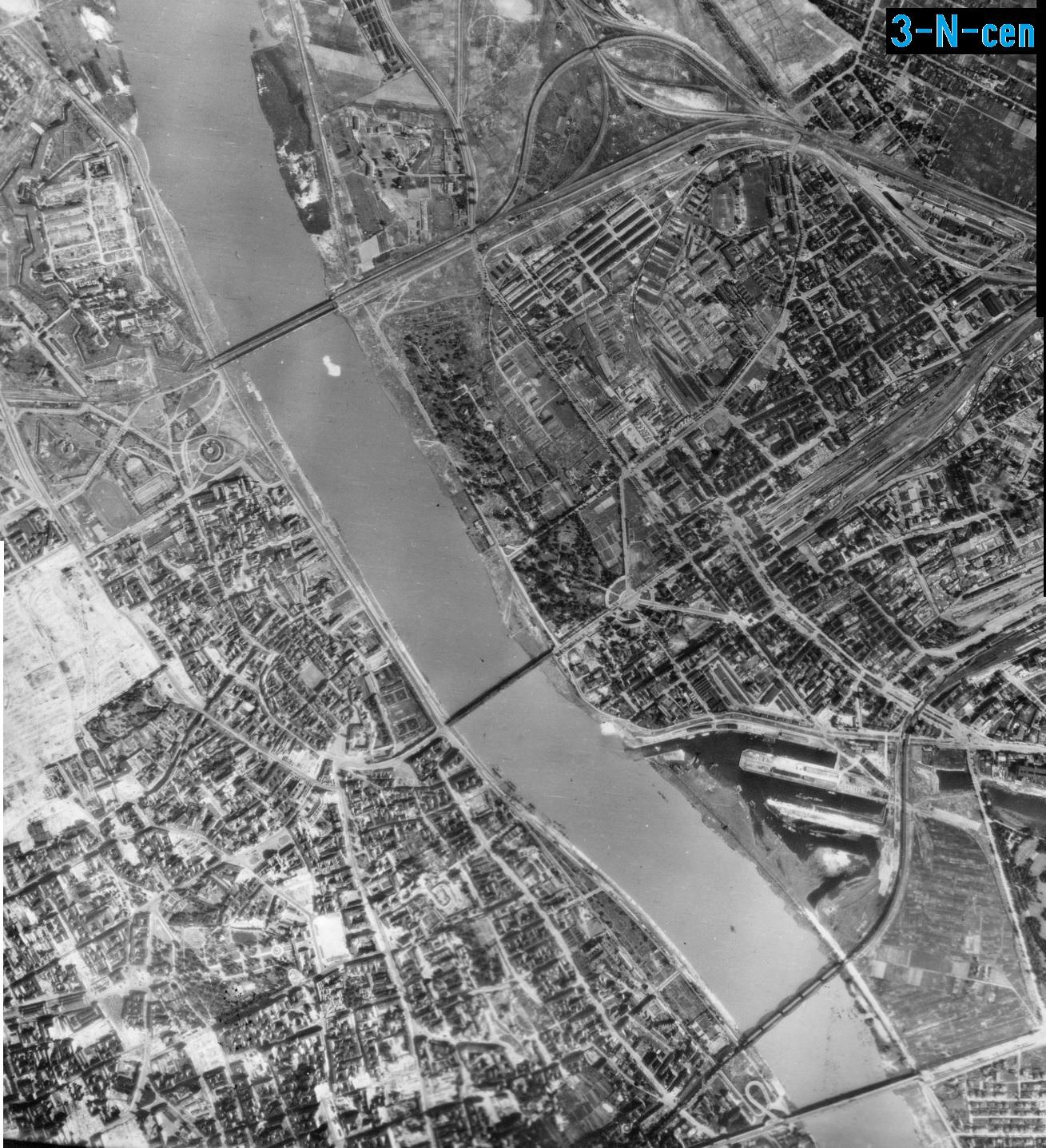 Zdjęcie lotnicze Luftwaffe - Warszawa 27.07.1944 (3-N-cen).jpg