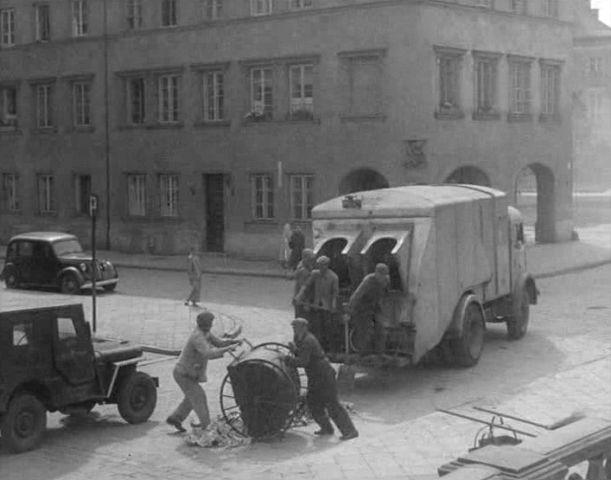 zzzzzzzzRenault 208D Garbage truck 1948 rear.jpg