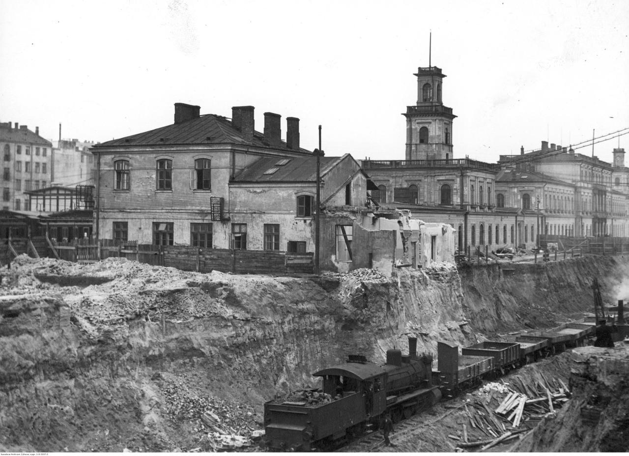 1. Budowa linii średnicowej - fragment wykopu tunelu. Widok od strony zach. Sierpień 1931.jpg
