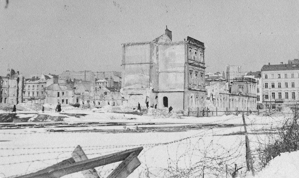 13. Zdjęcie z okresu zima 1940-41 do zima 1943-44.jpg