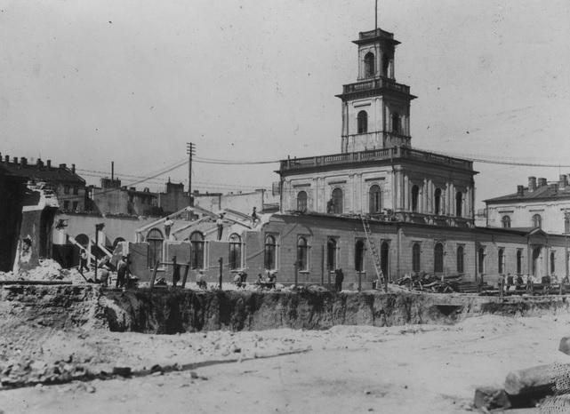 2. Rozbiórka zach. strony budynku dawnego dworca Warszawsko-Wiedeńskiego. 1931.jpg