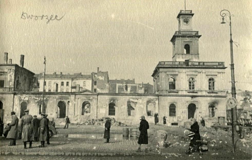 Ruiny dawnego Dworca Wiedeńskiego 1939.jpg